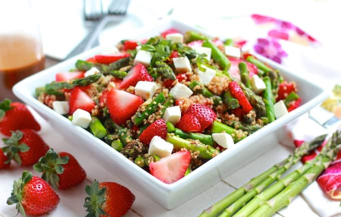 Asparagus, Strawberry, and Quinoa Caprese Salad | Destination Delish - A vibrant, fresh, and unique take on the classic caprese salad. This version includes with crisp asparagus, sweet strawberries, and quinoa.
