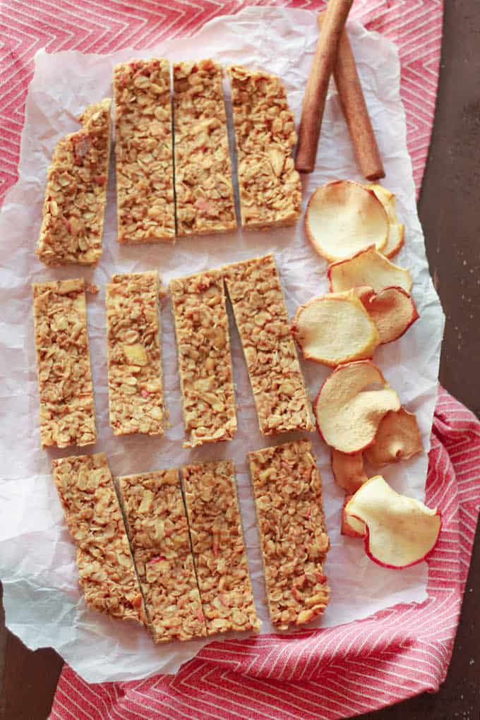 Apple Cinnamon Granola Bars | Destination Delish - a healthy, homemade treat perfect for breakfast, a quick snack, or to pack in school lunches